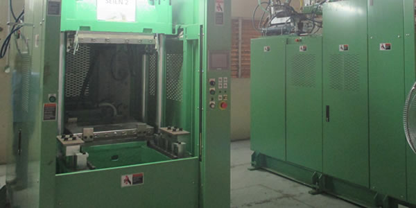 Rubber injection molding machin